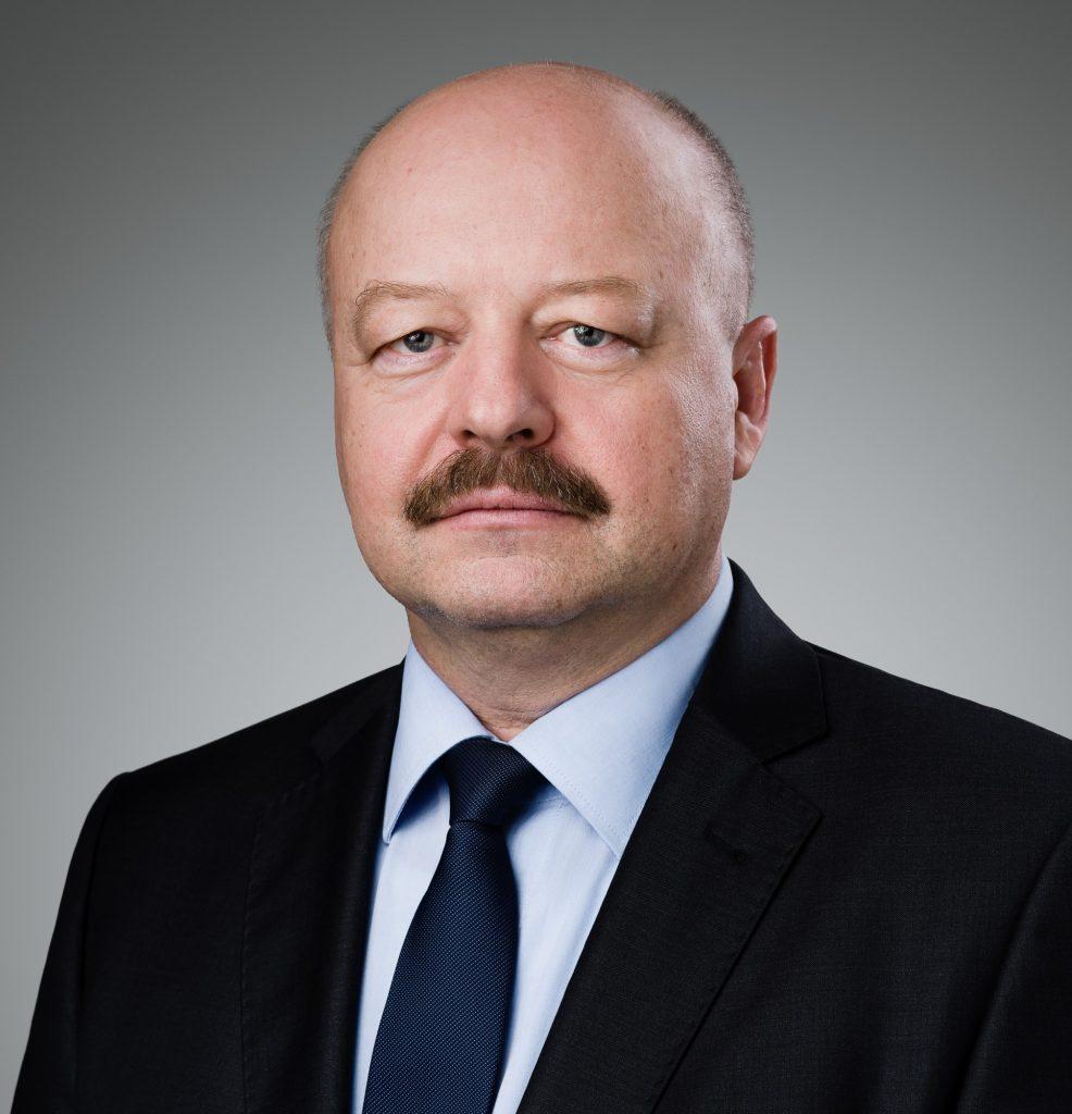 O mne: Pavel Macko - expert na bezpečnosť, stratégie a technológie, generál s medzinárodnými skúsenosťami